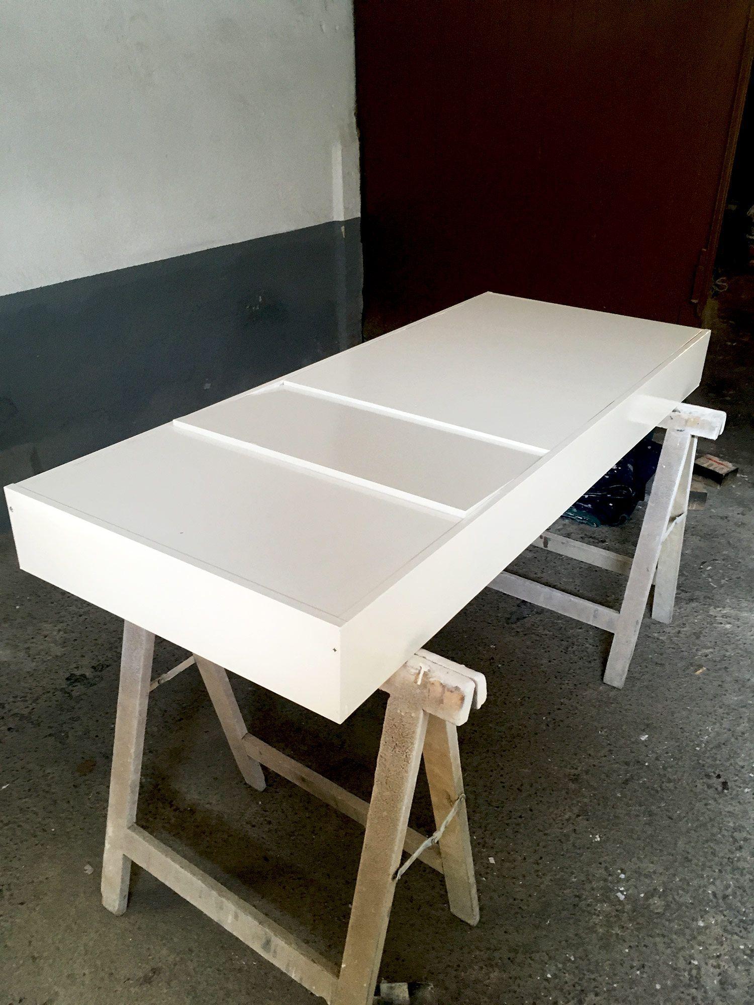pintando mueble zapatero de madera